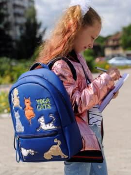 Школьный рюкзак с вышивкой, модель 191544 синий. Изображение товара, вид спереди.
