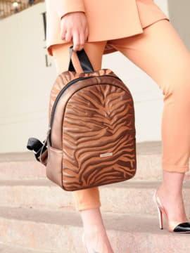 Стильний рюкзак, модель 191552 шоколадний-перламутр. Зображення товару, вид спереду.