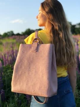 Модный рюкзак с вышивкой, модель 191721 роза. Изображение товара, вид спереди.