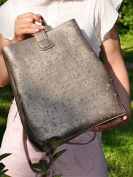 Школьный рюкзак с вышивкой, модель 191723 бронза. Изображение товара, вид спереди.