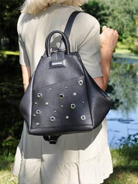 Модная сумка - рюкзак, модель 191596 черный. Изображение товара, вид спереди.