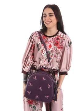 Модная сумка с вышивкой, модель 180173 баклажан. Изображение товара, вид сбоку.