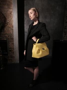 Стильная сумка, модель 190008 желтый. Изображение товара, вид сбоку.