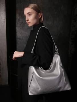 Стильная сумка, модель 190016 серебро. Изображение товара, вид сбоку.