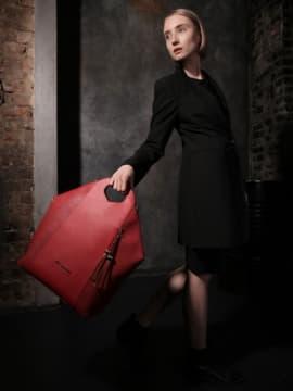 Летняя сумка, модель 190032 красный. Изображение товара, вид сбоку.