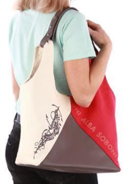 Женская сумка с вышивкой, модель 190382 красный-темно-серый. Изображение товара, вид спереди.