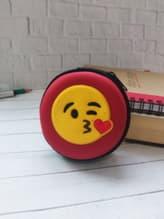 Модный чехол для наушников круглый смайл красный. Изображение товара, вид 1