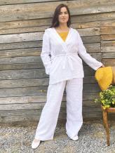 Фото товара: льняная накидка с капюшоном белая. Вид 1.