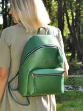 Школьный рюкзак, модель 191736 зеленый-перламутр. Изображение товара, вид спереди.