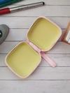Брендовый чехол для наушников щенок iryn квардатный розовый. Фото товара, вид 2